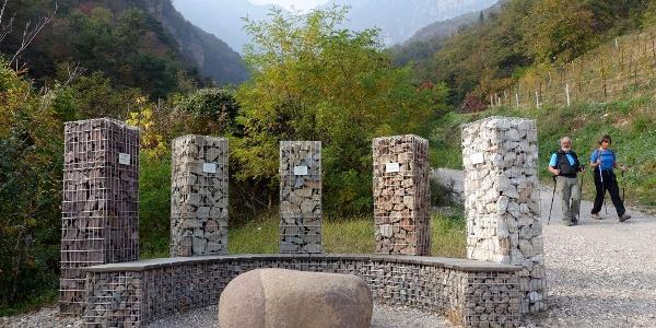 Steinsäulen-Ruheplatz: Übersicht über die Gesteinsarten im Höllental