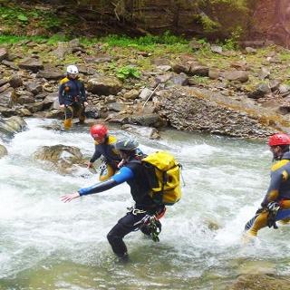 Wasserdurchquerung in Teamwork