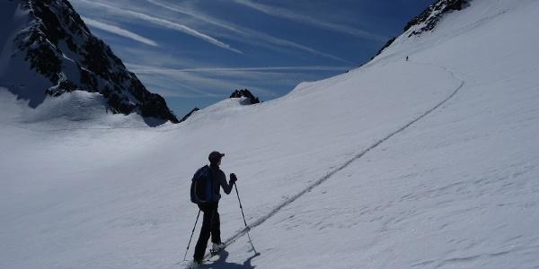 Wie zu sehen erreichen wir den Südostgrat etwas oberhalb des Mitterkarjochs 3470m