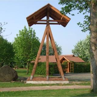 Glocke am historischen Dorfplatz Getmold