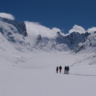 Beim Hüttenzustieg, der links über ein Couloir der Moräne führt. Links der obere Teil der Cima di Rosso Nordwand