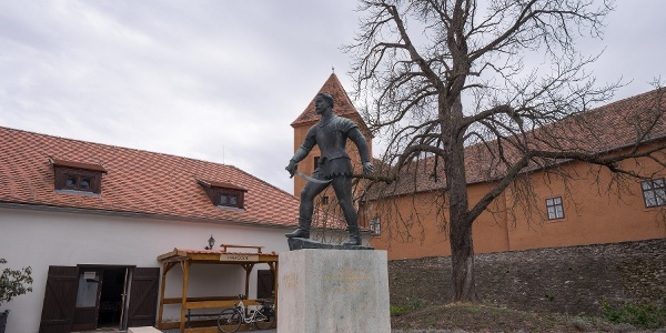 Statue of Miklós Jurisics in the courtyard