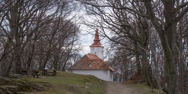A kápolna mögötti pihenő