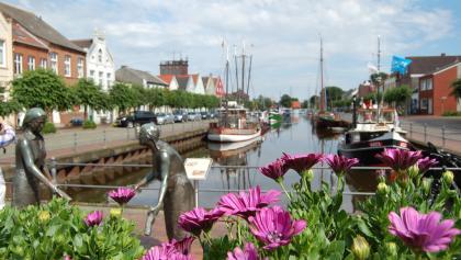 Bei den Törfwiefkes in Weener am alten Hafen
