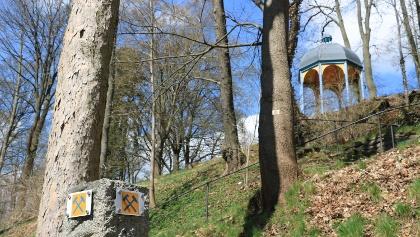 Zwischen Erdbebenhaisla und Saaleufer - Immer dem Bergbauzeichen folgen