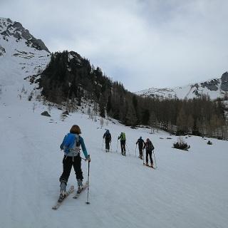 Aufstieg bei Schaidlalm mit Blick zum Gipfelkreuz