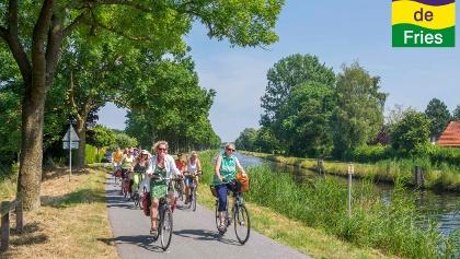 Radfahrer am Ems-Jade-Kanal