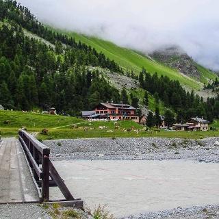 Rund um den Piz Bernina Wandern in der Schweiz