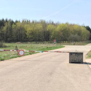 Einfahrt in den Truppenübungsplatz bei Feldstetten