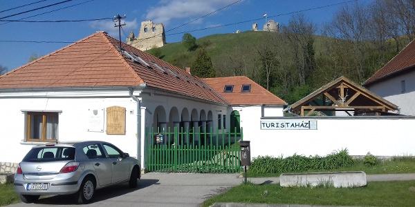 Szarvasház Turistaház és Oktatóközpont
