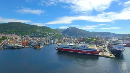 Der Fährhafen von Bergen und das Schiff MS Stavangerfjord