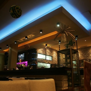 Stallhofener_Café_Theke_abends