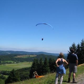 Nordhangweg mit Startfeld der Paraglider
