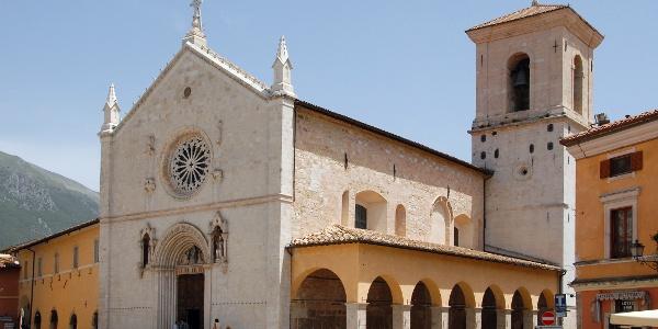 Basilika San Benedetto, eingestürzt am 30. Oktober 2016 (Aufnahme von 2006)