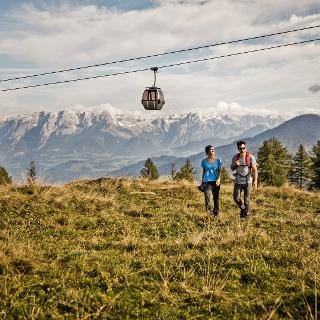 Gondelbahn im Alpendorf