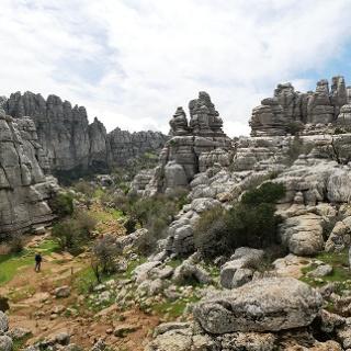 Pfad durch das spektakuläre Felslabyrinth des Naturparks