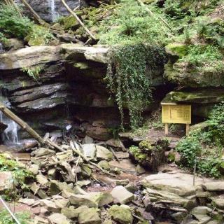 Naturpark-Informationstafel in der Margaretenschlucht