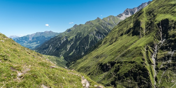 Wanderweg oberhalb Tegia Sut