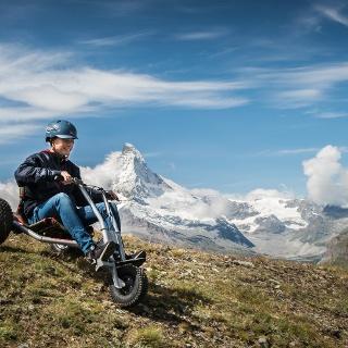 Auf drei Rädern den Berg hinunter