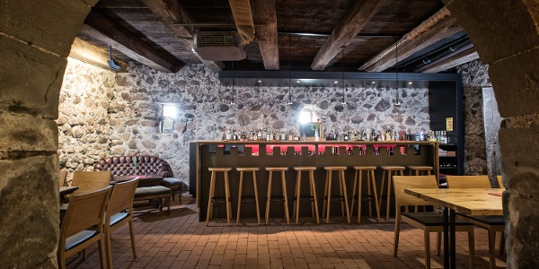 Bar im Wasserschloss Hagenwil