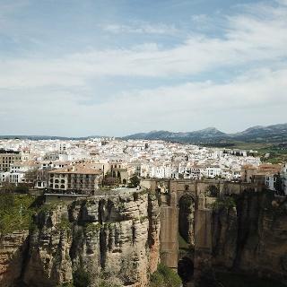 Fotografía aérea de Ronda y su monumento emblemático: el Puente Nuevo