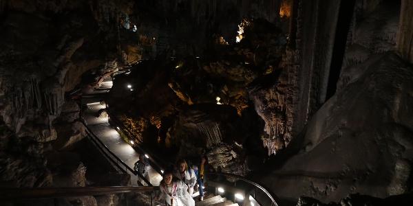 """Treppen durch den spektakulären """"Saal des Kataklysmus"""""""