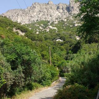 Ausgangspunkt oberhalb von Manganitis fast am Ende der steilen Betonstraße