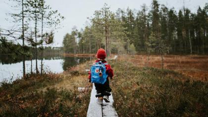 Früh übt sich... kleiner Wanderfreund in der finnischen Weite