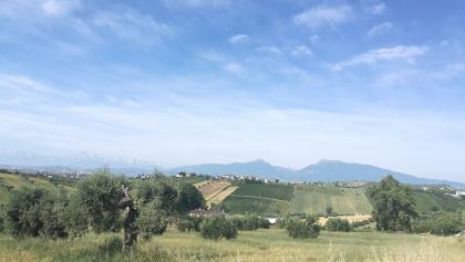 Monti gemelli dalla campagna di Controguerra