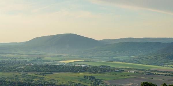 A Pilis-tető a Kálvária-hegy orráról