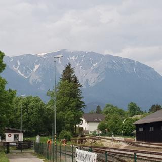 Das Ziel vom Bahnhof aus gesehen