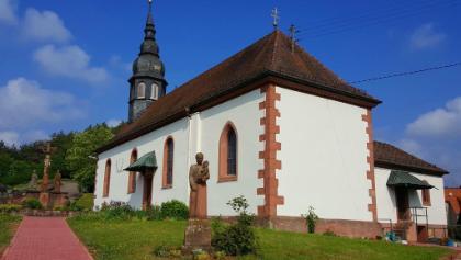 In der Nähe der Kirche beginnt die Tour