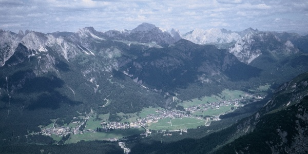 Suggestivo panorama dalla vetta dell'Hoberdeirer verso Sappada e i monti del versante settentrionale