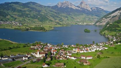 Dorf Lauerz