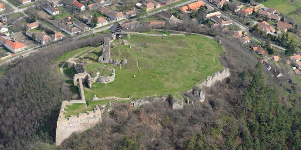 The castle of Nógrád from a bird's eye view.