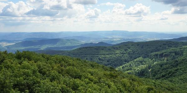Pohľad na pohorie Visegrádi-hegység (Csóványosi kilátó)