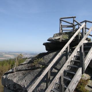 Kleine Aussichtsplattform auf dem Burgstein