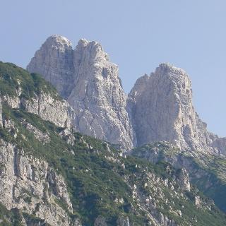 Il versante nord del Creton di Clap Grande. A destra la Torre Sappada