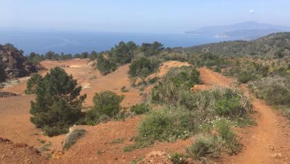 Trail Polveraio: Rote Erde, blaues Meer, blauer Himmel!
