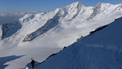 Route auf das Gross Wannenhorn vom Finsteraarhorn-Anstieg aus gesehen