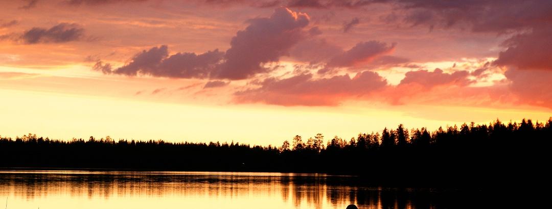 Sonnenuntergang über dem See Purnujärvi
