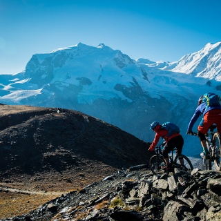 On the Hohtälli tour you have an exclusive view of the Zermatt mountains (in the picture: the Monte Rosa massif with the Dufourspitze).