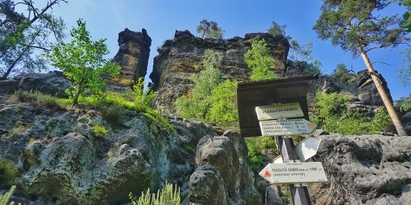 Am Felsfuß des Rudolfsteins