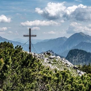 Gipfelkreuz mit blick in den NO