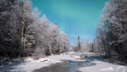 Nordlichter über dem Fluss Raudanjoki