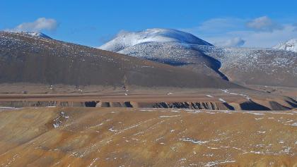Der Dhechyan Khang hinter dem Trockental des oberen Dhechyan Khola
