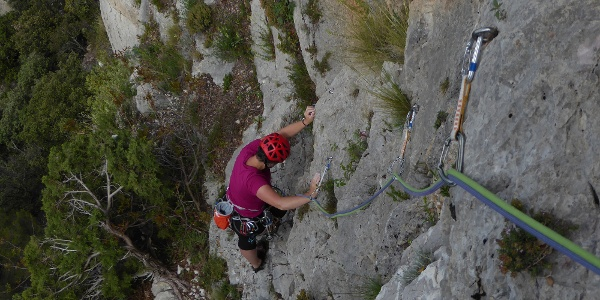 Kletterer am 1sten Standplatz laut Topo