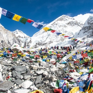 Gebetsfahnen am Everest Base Camp