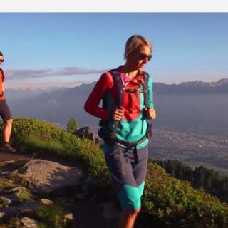 Wandern in Tirol entlang des Zirbenwegs am Patscherkofel bei Innsbruck