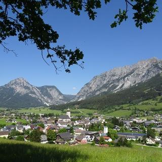 Laufparadies Gröbming - mit Blick auf Stoderzinken und Kammspitze